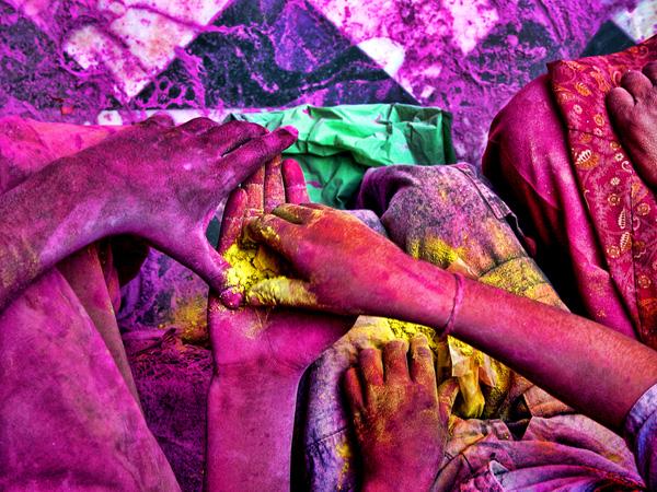 A hinduk tavasszal ünneplik Indiában a színekben gazdag Holi fesztivált