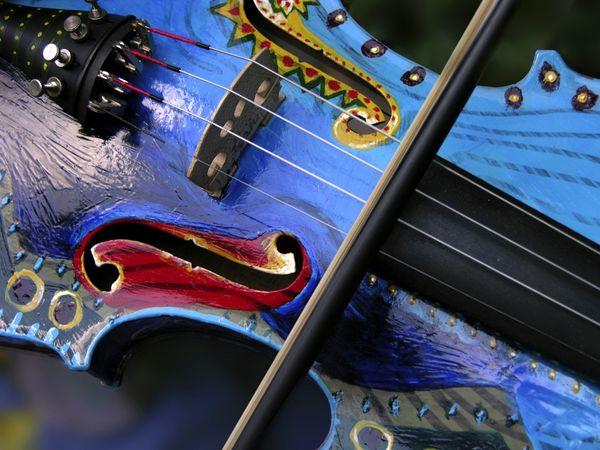 Festett hegedű a bohém művészetéről és zenéjéről híres Észak-Karolinából